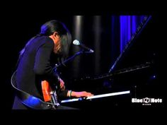 Stanley Jordan - Intermezzo (Béla Bartók) - Live @ Blue Note Milano - YouTube