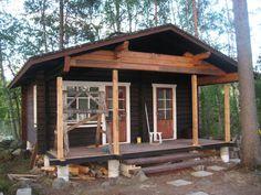 Kesämökkimme on pieni, vuonna 1990 rakennettu saunamökki, jossa on saunan lisäksi tupa ja kuisti - ja aivan liian vähän sisätilaa. Green Colour Palette, Green Colors, Bungalow, Cottage, Cabin, 1990, House Styles, Home Decor, Outdoors