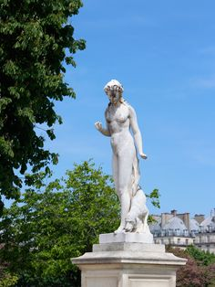 Jardin des Tuileries | Love & Adventure Louvre Palace, Louvre Paris, Palais Des Tuileries, Cemetery Angels, Shady Tree, Sunny Afternoon, Oise, Don't Blink, Champs Elysees
