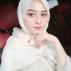 Putih bersih ⚪️ dgn very nice 🌷👍 Beautiful Hijab Girl, Beautiful Girl In India, Beautiful Muslim Women, Video Hijab, Muslim Fashion, Hijab Fashion, Fashion Muslimah, Muslim Beauty, Pakistani Girl