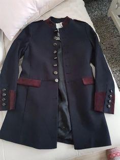 51e8db1d95d Magnifique manteau Mango neuf Taille 34   36 XS Valeur 149e Style officier  Très classe Très