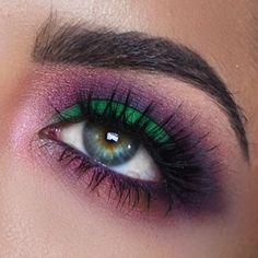Colorful eye look (UD Alice through the looking glass)  Melissa Alatorre @alatorreee Instagram photos