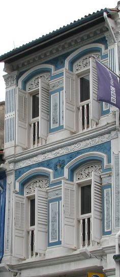Beautiful shophouses on Club Street, Chinatown, Singapore | Visit our photo-guide of Singapore
