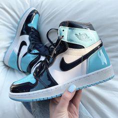 NIKE shoes sneakers street styles/outfit with Nike shoes/womens outfit style/jordan girls/womenstyle/streetwear/supreme girl/AIR JORDAN 1 shoes/Nike Wmns Air Jordan 1 Retro Air Jordans Women, Nike Air Jordans, Retro Jordans, Shoes Jordans, Blue Jordans, Nike 1s, Outfits With Jordans, Jordans Girls, Womens Jordans Shoes