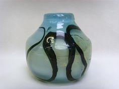 Salle des ventes ABC : VAL ST LAMBERT, Samuel. J. HERMAN (1936) Vase en cristal soufflé de forme pansu, signé en dessous Val St Lambert et monogrammè S J H, travail Belge en collaboration avec le Val St Lambert vers 1970-1980, h19 cm, d21cm