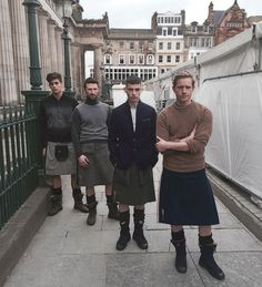 I love a man in a kilt! A collection of photos of men in kilts that put a smile on my face and that get my heart racing! Guys In Skirts, Boys Wearing Skirts, Kilt Skirt, Man Skirt, Scottish Clothing, Scottish Kilts, Modern Kilts, Mode Alternative, Utility Kilt