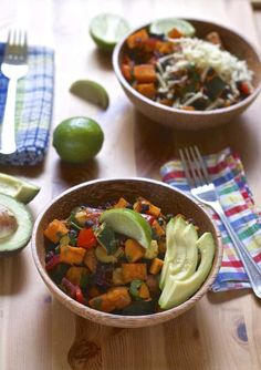 These super simple one-pan roasted sweet potato and black bean burrito bowls are the easiest and most delicious thing to hit your dinner table this week! Want make-ahead meals? Wrap 'em up in a whole wheat tortilla and you've got freezer burritos! Vegetarian Mexican Recipes, Veggie Recipes Healthy, Delicious Vegan Recipes, Healthy Lunches, Vegetarian Cooking, Vegetable Recipes, Sweet Potato Burrito, Batch Cooking, Pan Cooking