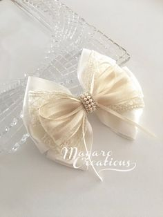 wedding hair bowivory hair bowhair communion hair This beautiful handmade hair clip would be perfect for everyday wear or special occasions. White Hair Bows, Diy Hair Bows, Bow Hair Clips, Barrette Clip, Wedding Bows, Wedding Hair, Ivory Wedding, Communion Hairstyles, Princess Hair Bows