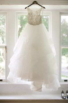Hayley Paige designer wedding gown, the DORI dress. Hayley Paige designer wedding gown, the DORI dress on Tradesy Weddings (formerly Recycled Bride), the world's largest wedding marketplace. Price $3800.00...Could You Get it For Less? Click Now to Find Out!