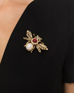 Gold and Pearl Bee Brooch | Kenneth Jay Lane | Halsbrook