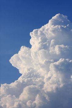 gigantic columns of clouds Dame Nature, Art Watercolor, Cloud Wallpaper, Sky Aesthetic, Sky And Clouds, The Sky, Photo Wall Collage, Beautiful Sky, Aesthetic Pictures