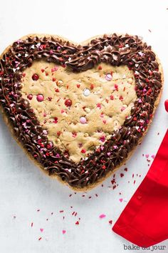 Valentine's Day Cookie Cake - This easy recipe for a Valentine's Day Cookie Cake, stuffed with white chocolate chips and an abu - Valentine Desserts, Valentines Day Cookies, Valentines Day Treats, Valentine Cookies, Easy Desserts, Valentine Sday, Yummy Cookies, Cake Cookies, Cookies Et Biscuits