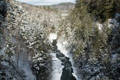"50 states, 50 spots: Natural wonders - CNN.com ""the centerpiece of the 600-acre Quechee State Park was formed about 13,000 years ago as melting glaciers carved out ""Vermont's Grand Canyon."""