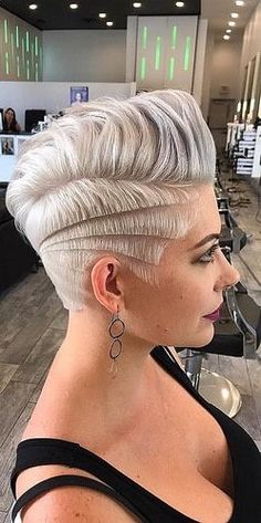 34 Super ideas tattoo unique for women short hair - Frauen Haar Modelle Funky Hairstyles For Long Hair, Funky Short Hair, Medium Short Hair, Edgy Hair, Short Hair Cuts For Women, Girl Short Hair, Short Hairstyles For Women, Short Hair Styles, Crazy Hairstyles