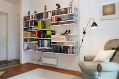 string bokhylla i vitt