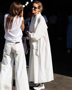 Autumn - Acne Studios - Inspiration - A/W 18 - FW 18 - Fashion - Fall - Winter - Olsen twins - Anniken - Annijor - Shoes - Boots - Street Style - OOTD - Zoella - fall decor White Fashion, Look Fashion, Fashion Outfits, Fashion Tips, Fashion Trends, Woman Outfits, Fashion Websites, Fashion Fall, Fashion Stores
