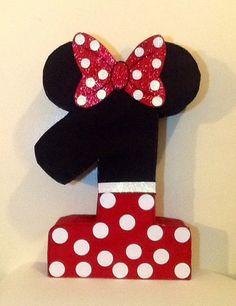 Piñata de minnie mouse. Primer cumpleaños