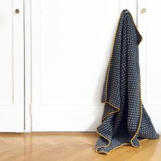 We like to stay in bed the hole day long, snuggling under that super cosy blanket made from 100% Merino wool. Make your own 'Rice Seed Blanket' in no time from this easy peasy free la…