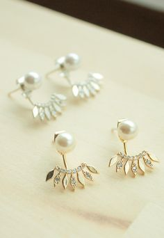 Pendientes colgantes - pearl and leaves ear jacket earrings - hecho a mano por Milky-peach en DaWanda