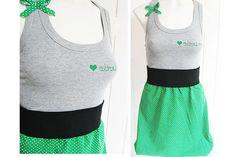 ♥♥♥ Absurd Kleid - SVEA ♥♥♥    Süsses Kleid, genäht aus grauem Sweatstoff und grün gepunktetem  Baumwollstoff.  Ein liebliches Schleichen in Grün mit