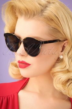 Health Hair Care Advice To Help You With Your Hair. Do you feel like you have had way too many days where your hair goes bad? Retro Sunglasses, Cat Eye Sunglasses, Sunglasses Women, Hairstyles For Round Faces, Vintage Hairstyles, Brittle Hair, Bad Hair Day, Scarf Hairstyles, Hair Looks