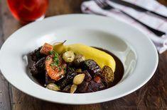 Guisado de carne de origem francesa é delicioso e acompanha purê de batatas