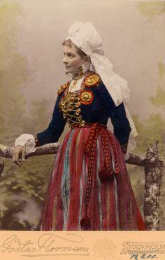 Folk Costume, Larp Costumes, Vintage Photos Women, Swedish Fashion, Festival Dress, Historical Clothing, Wedding Attire, Photography Photos, Traditional Dresses