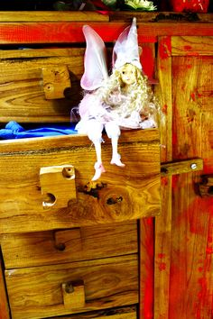 children's wardrobe Childrens Wardrobes, Old Pallets, Recycling, Diy Projects, Iron, Handmade, Hand Made, Recyle, Craft