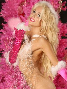 Courtney Stodden Merry Christmas Presents Nude Covered 3 Very Merry Christmas, Pink Christmas, Christmas Photos, Christmas Presents, Beautiful Models, Beautiful Women, Courtney Stodden, Transparent Clothes, Brunette To Blonde