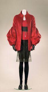 Christian Chenail (Muse) La femme en rouge, 2011. Mohair-laine, gabardine,