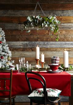 Christmas is the perfect time to create a totally new and stylish look for your table and getting ready to entertain family and friends means updating your tableware, glassware and decorations. This year is all about embracing a traditional Christmas theme with rich reds and deep greens offset with golden touches. Not sure where to begin? Head to @sainsburys for a peek at the latest Red Traditional collection.
