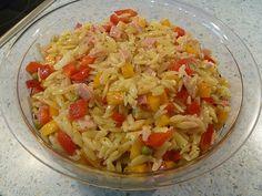 Paprika Nudelsalat - Allrezeptes Milk Dessert, The Husk, Cheese Stuffed Chicken, Wheat Grass, Food Staples, Portion Control, Gouda, Pasta Salad, Herbalism
