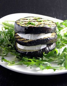 Eggplant millefeuille, no sure what the second word is, but it& eggplant and goat cheese, good enough for me! I Love Food, Good Food, Yummy Food, Greek Recipes, Wine Recipes, Grilling Recipes, Cooking Recipes, Vegetarian Recipes, Healthy Recipes