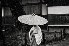 ileftmyheartintokyo:  Snow in Kamakura by Shin Noguchi on Flickr.