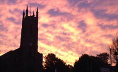 Amazing sunrise over St Nicholas Church in #Tooting yesterday morning! By @TootingAbout via Twitter.