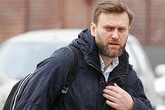 Почему Навальный критикует Медведева, а не Путина