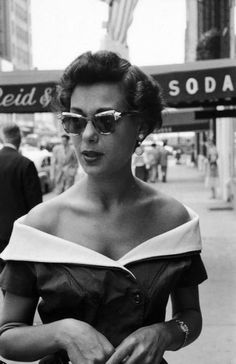 Attractive young woman in Manhattan.  Location:	New York, NY, US  Date taken:	1953  Photographer:	Lisa Larsen