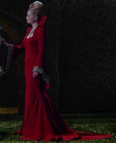 The Red Queen, from Once Upon a Time in Wonderland on ABC. Once Upon A Time, Dark Queen, Red Queen, Red Fashion, Fashion Outfits, Emma Rigby, Queen Outfit, Queen Costume, Movie Costumes