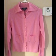 """Selling this """"El Daws Cashmere Pink Med Sweater"""" in my Poshmark closet! My username is: kennjenn2010. #shopmycloset #poshmark #fashion #shopping #style #forsale #El daws #Sweaters"""