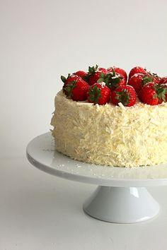 Strawberry and white chocolate cream cake #strawberry #whitechocolate #dreamcake #cake #whippedcream #spring