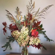 Fall, I just love you! I just love your leaves, baggy sweaters, hot tea and bonfires. #fall #foragedflowers #slowflowers #buylocal