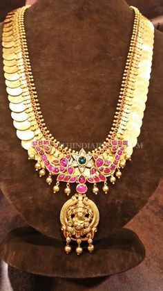 Kasu Mala with Small Ganesh Pendant Gold Temple Jewellery, Gold Wedding Jewelry, Bridal Jewelry, Antique Jewellery Designs, Gold Jewellery Design, Antique Jewelry, Ganesh Pendant, Gold Jewelry Simple, Coin Necklace