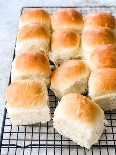 Dinner Rolls Bread Machine, Bread Machine Mixes, Best Bread Machine, Dinner Roll Dough Recipe, Bun Dough Recipe, Bread Machine Hamburger Bun Recipe, Hamburger Buns, Bread Maker Recipes, Easy Bread Recipes
