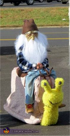 Coolest Homemade Gnome Riding a Snail Illusion Costume. This website is the… Halloween Circus, Halloween Costume Contest, Halloween Cosplay, Halloween Kids, Halloween Projects, Creepy Costumes, Cool Costumes, Adult Costumes, Cosplay Costumes
