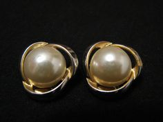 Vintage Gold Tone and White Faux Pearl Swirled Clip by ditbge, $5.25