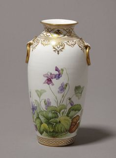 Vase of porcelain. Oviform and painted with violets. Gilded - Minton & Co., Stoke-on-Trent, 19th century