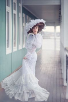 Four Tips For A Beautiful Beach Wedding. The soft sand, the bright sparkling water, and the sunset in the distance definitely make beaches one of the most romantic settings for a wedding. Pretty Dresses, Beautiful Dresses, Victorian Fashion, Vintage Fashion, Edwardian Style, Style Lolita, Foto Fantasy, Prom Dresses, Wedding Dresses