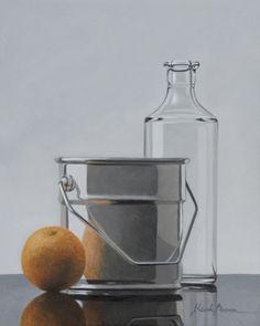 HENK BOON Beeldend kunstenaar : Compositie emmertje met fles en sinaasappel. Olieverf / paneel. 20 X 16 cm