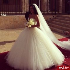 I personally wouldn't wear a ball gown but this is absolutley gorgeous!