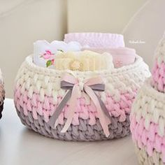 The simplest Crochet Wicker and basket models Diy Crochet Basket, Crochet Bowl, Crochet Basket Pattern, Crochet Art, Crochet Gifts, Crochet Stitches, Crochet Storage, Diy Storage, Storage Baskets